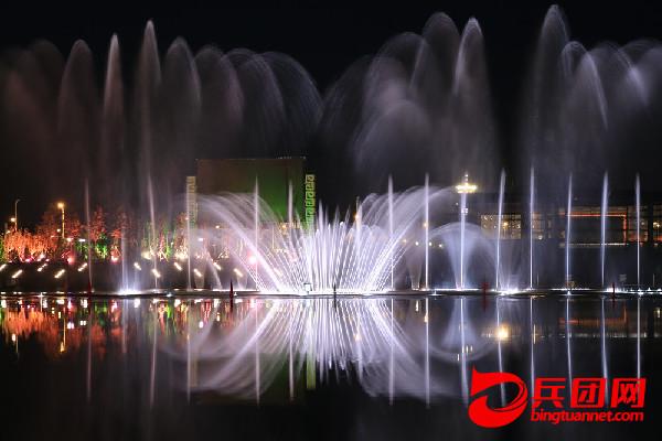 南湖生态风景区喷泉