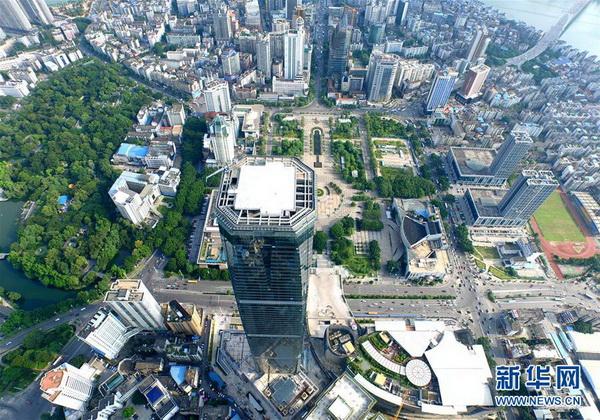 广西柳州:303米楼顶建高空玻璃栈道云顶观光景点