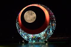 """""""超級月亮""""再現夜空"""