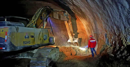 東天山特長公路隧道快速掘進