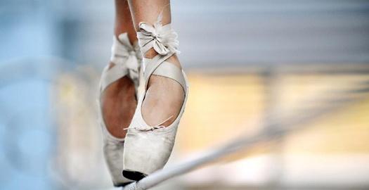 舞在高空鋼絲上的芭蕾鞋