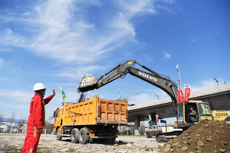 新疆伊犁:一批重點項目集中開工