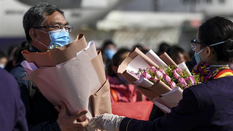 新疆首批支援湖北醫療隊抵達烏魯木齊