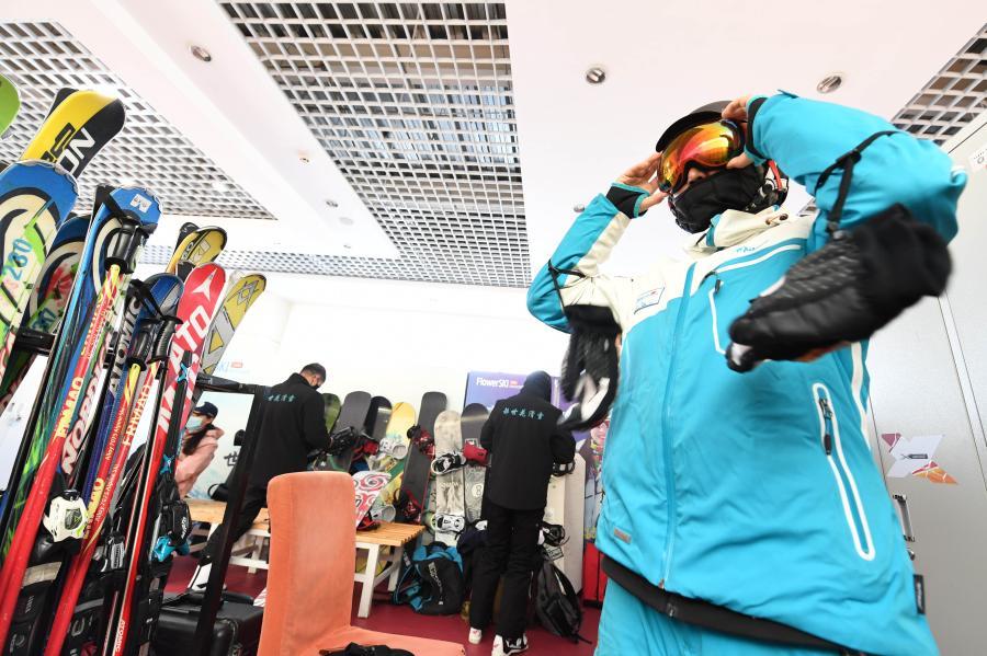 阿勒泰:滑雪板上放飛夢想