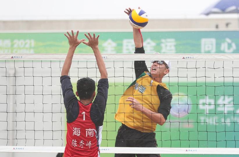 沙灘排球——男子成年組:新疆一隊勝海南一隊晉級決賽